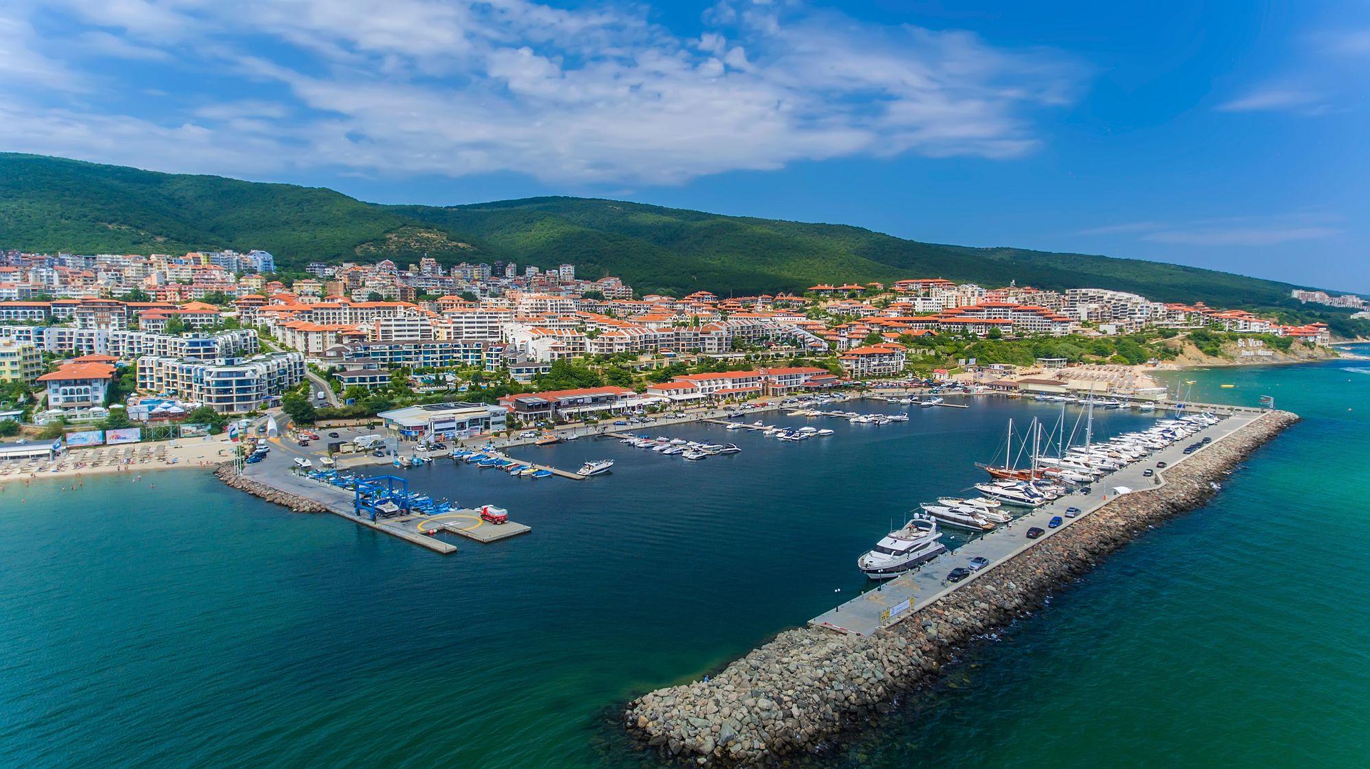 DInevi Marina Yacht Port St Vlas